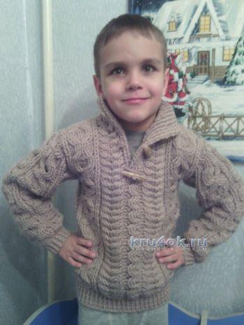 Джемпер крючком для мальчика с косами
