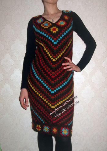 Теплое платье крючком на основе бабушкиного квадрата