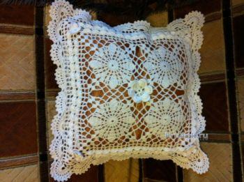 Подушка Снежинка – работа Надежды. Вязание крючком.