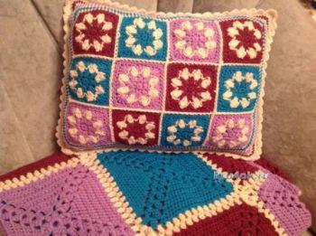 Вязаный чехол для подушки – работа Татьяны Ивановой. Вязание крючком.