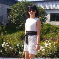 Вязаное крючком ажурное платье — работа Антонины