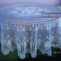 Вязаная крючком скатерть — работа Валентины Литвиновой