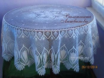 Вязанная крючком круглая скатерть - работа Валентины Литвиновой