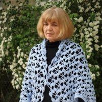 Вязаная крючком накидка — работа Ефимии Андреевских