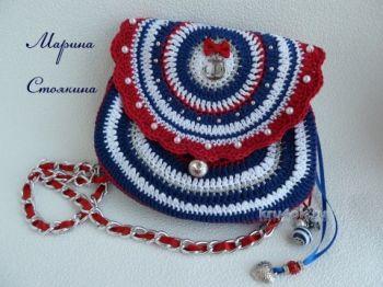 Вязаная сумочка для девушки — работа Марины Стоякиной. Вязание крючком.