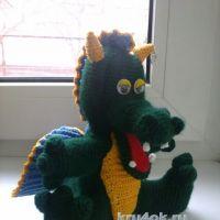 Вязаная игрушка дракон. Работа Веры