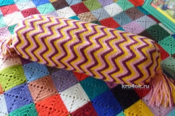 Диванная подушка - валик из остатков пряжи