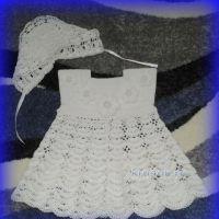 Платье и шапочка для малыша крючком