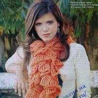 Вязаный шарф оранжевого цвета