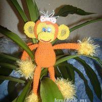 Вязаная крючком обезьянка. Работа Любови