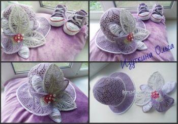 Вязанная крючком шляпа с цветком. Работа Ольги Изуткиной