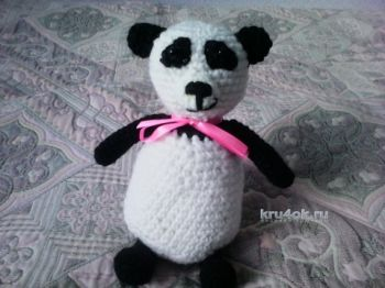 Вязаная игрушка панда. Работа Анны