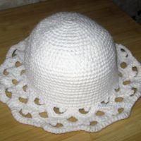 Белая шляпа с ажурными полями. Работа Наталии