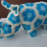 Вязаная крючком игрушка носорог. Работа Ксении Никоновой