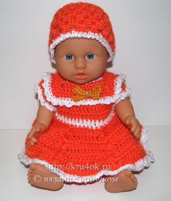 Вязаное платье и шапочка крючком для куклы