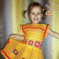 Платье — сарафан для девочки с мотивами бабушкин квадрат