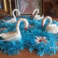 Салфетка с лебедями. Работа Нины Яснило