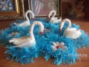Салфетка с лебедями. Работа Нины Яснило. Вязание крючком.