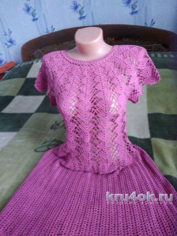 Женское платье крючком на круглой ажурной кокетке