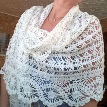 Ажурный палантин с каймой. Работа Елены Шевчук. Вязание крючком.