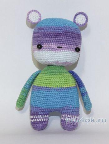 Вязаная крючком игрушка Радужный мишка. Работа Александры Янковской. Вязание крючком.