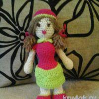 Куколка — клубничка крючком. Работа Катерины