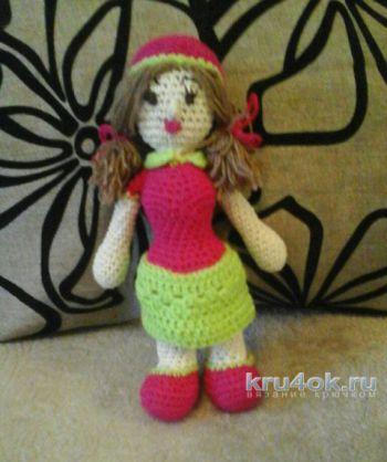 Куколка – клубничка крючком. Работа Катерины. Вязание крючком.