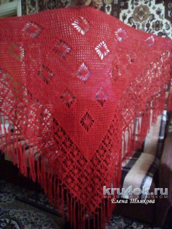 Красная шаль крючком. Работа Елены Шляковой. Вязание крючком.