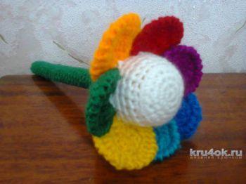 Цветочек-семицветик. Игрушка-погремушка. Работа Светланы. Вязание крючком.