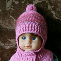 Зимняя шапка — шлем крючком. Работа Александры Карвелис
