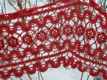 Красный шарф в технике брюггское кружево. Работа Елены