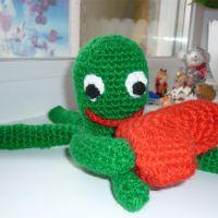 Вязаная игрушка — осьминожка