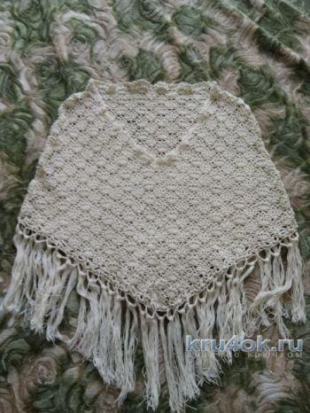 Вязаное ажурное пончо с бахромой