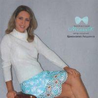 Голубая короткая юбка крючком