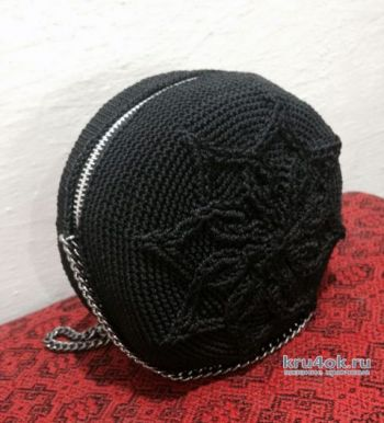 Круглая рокерская сумка крючком