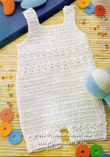 Белый комбинезон для малыша. Вязание крючком.