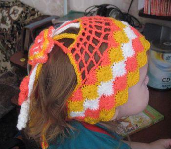 Шапочка - повязка для девочки, вяжется крючком