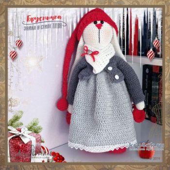 Вязаная игрушка Брусничка - заяц в стиле Tilda. Работа Alise Crochet