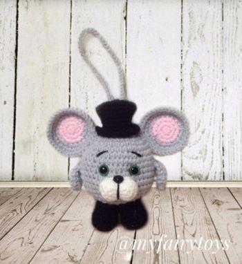Новогодняя игрушка мышонок в цилиндре
