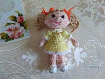 Маленькая миленькая кукла Алиса крючком