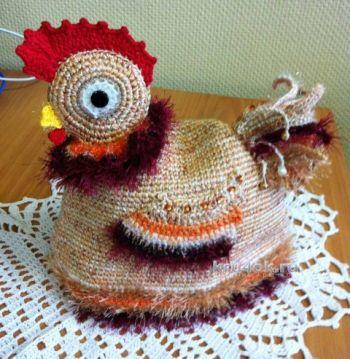 Вязанная крючком грелка на чайник птичка - курочка