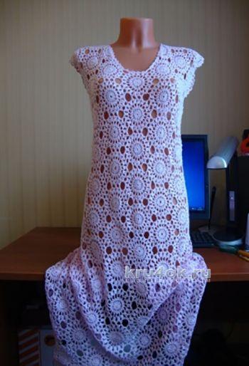 Платье крючком из красивых мотивов