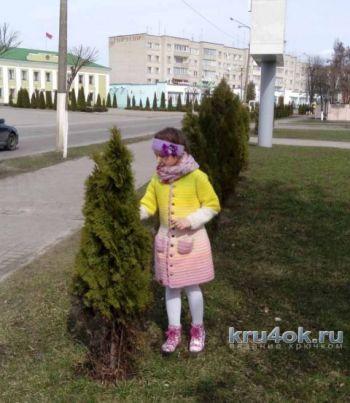 Пальто для девочки крючком, работа Марии Дайнеко
