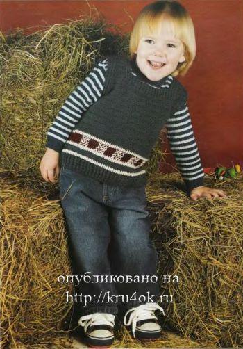Серый жилет для мальчика. Вязание крючком.