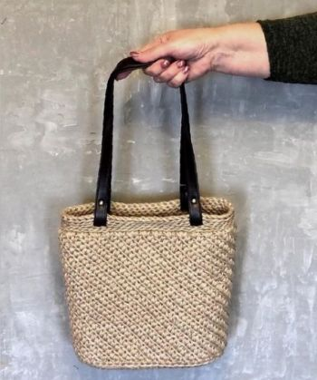 Летняя сумка - корзина из джута крючком