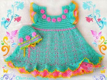 Платье и шапочка для девочки с узором ажурные ракушки крючком