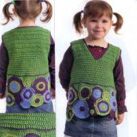 Зеленый жилет для девочки