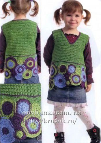 Зеленый жилет для девочки. Вязание крючком.