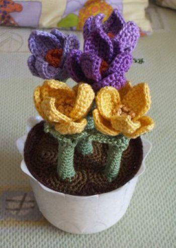 Вязаные цветы в горшочке - прострел луговой
