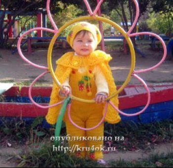 Жёлтый комбинезон с клубничками крючком